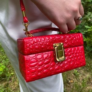 Vintage Red Faux Leather Bag!